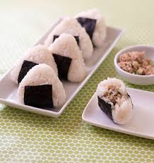 recettes cuisine japonaise onigiri au thon et concombre cuisine japonaise les meilleures