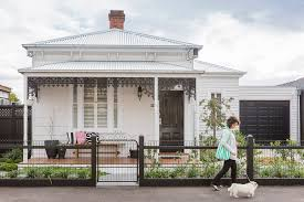 the front facade of this victorian cottage in melbourne is