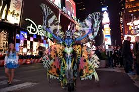 halloween party in new york city heidi klum u0027s halloween party see her morph into a butterfly la
