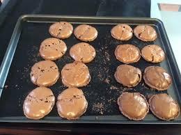 macaron hervé cuisine recette des macarons au chocolat en vidéo