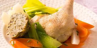 cuisiner poule poule au pot farcie facile et pas cher recette sur cuisine actuelle