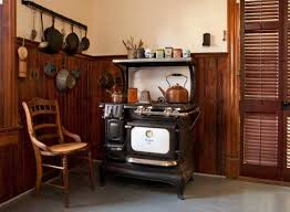 an authentic victorian kitchen design old house restoration the restored 1915 stove cooks just as well as a new one it looks more
