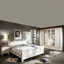 Schlafzimmer Beleuchtung Romantisch Das Bett Mit Zwei Bäumen Beispiele Für Räume Zimmer