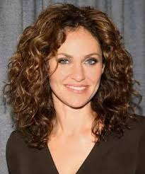 medium length hairstyles for permed hair best 25 medium length curly hairstyles ideas on pinterest curly