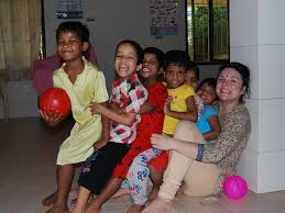 volunteer in india care for and teach orhpaned and displaced