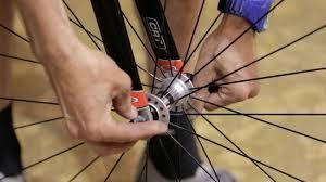 comment changer chambre à air vélo comment remplacer le pneu d un vélo 17 é