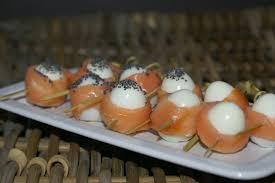 cailles sur canapé oeufs de caille enroules au saumon et jambon fumes aux plaisirs