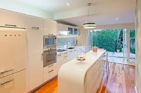küche retro retro küche ovale weiße kücheninsel küche