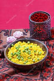 cuisine indienne riz cuisine indienne bol de riz jaune aux petits pois photographie