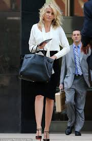 cameron diaz hair cut inthe other woman cameron diaz gets her hair in a tangle as she receives flowers on
