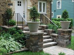 Front Entry Stairs Design Ideas Http Www Decorfortheoutdoors Image Content Garden Planters