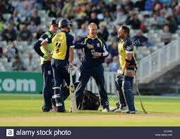 bears delivery warwickshire bears batsman brendon mccullum with his