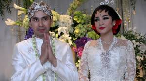wedding dress nagita slavina kasihan nagita slavina raffi ahmad blak blakan sebut aura kasih