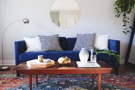 canapé bleu marine inspirations pour un canapé en velours joli place