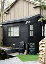 How To Make A Small Outdoor Shed by Best 25 Painted Shed Ideas On Pinterest Small Sheds Summer