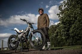 how to wheelie a motocross bike dougie lampkin wheelies 37 7 miles motocross mtb news bto