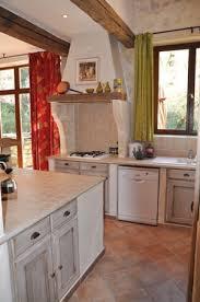cuisine provencale avec ilot moulin de la roque noves vacation rentals in provence les oliviers