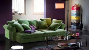 canapé vert decoration grand canapé vert coussins le grand canapé est en