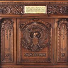 Resolute Desk Reproduction Of The Resolute Desk And Great Seal Rug