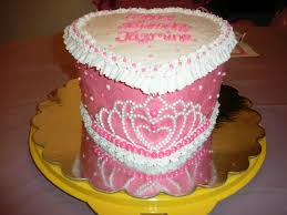 How To Decorate Heart Shaped Cake Tiara Cake Strawberry Heart Shaped Cake With Buttercream Icing