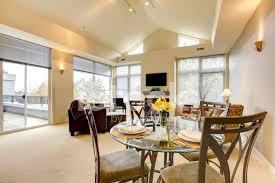soggiorno e sala da pranzo io luminoso soggiorno e sala da pranzo con soffitto a
