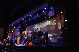 projection light and windows church stage design ideas