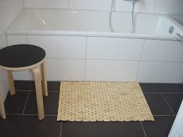 Ikea Bamboo Bath Mat Bamboo Shower Mat The Point Pluses Homesfeed