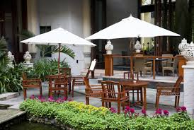 Patio Umbrella Table And Chairs How To Buy A Patio Umbrella That U0027ll Bedeck Your Garden Perfectly