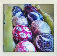 Decorating Easter Eggs With Silk by Silk Dyed Eggs With Pictures