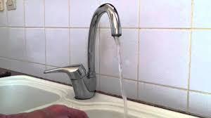 fuite robinet cuisine réparer un robinet qui fuit astuce bricolage stopper fuite