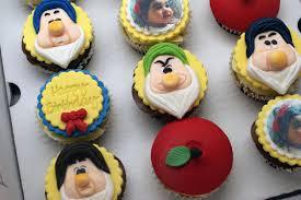 snow white disney cupcakes bakealous