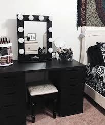 black makeup desk with drawers black is not that bad after all que bello esa es la otra piesa