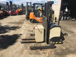 crown m300 walkie stacker 1250kg capacity 2 5m lift forklift