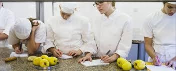 equipe de cuisine atelier cours de cuisine française pour entreprise toute
