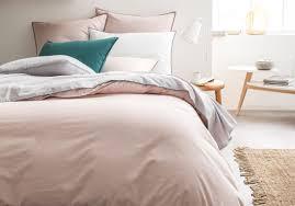 chemin de lit en lin comment choisir son linge de lit nos idées pour un lit cosy