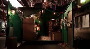 girl house 2 tour deke s tiny dumpster house from 2 broke girls video