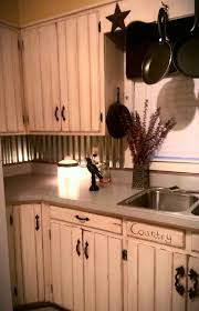 How To Distress Kitchen Cabinets by Best 25 Primitive Kitchen Ideas On Pinterest Country Kitchen