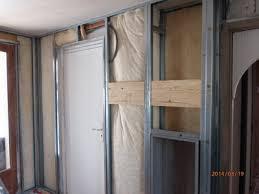 comment poser une porte de chambre porte fenêtre pvc avec tapée d isolation et volets roulants