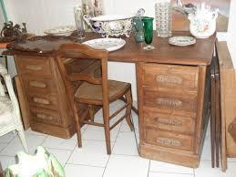 bureaux anciens brocante bureau à caisson avec système de fermeture en bois à vendre le