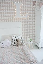 tapisserie chambre d enfant sublimez vos intérieurs en mettant un papier peint blanc papier