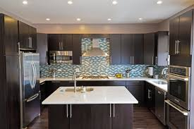 Countertops With Dark Cabinets What Countertop Color Looks Best - Black lacquer kitchen cabinets