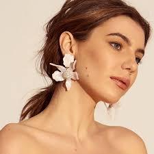 earing model flower earrings lele sadoughi