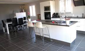 cuisine ilot central cuisson cuisine avec ilot central plaque de cuisson free surplomb par une