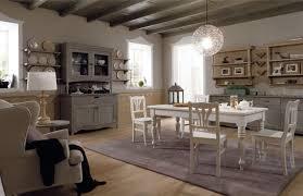 la sala da pranzo sala da pranzo con arredamento rustico