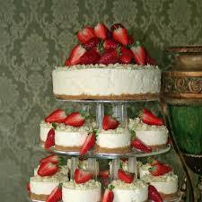 cheesecake wedding cake strawberry cheesecake individual cheescake wedding cakes with