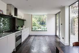 cuisine avec fenetre 10 splendides cuisines avec un siège près de la fenêtre bricobistro