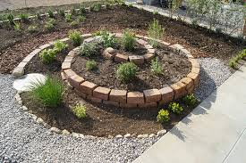 kräuterspirale selber bauen u2013 die garten idee für sie