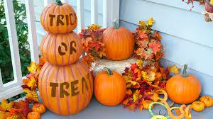 15 halloween porch decorating ideas that are spooky u0026 cute u2014 but