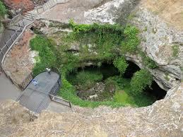 sinkhole misteriose voragini nella terra giardini cerca con