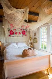 deco chambre boheme design interieur chambre boheme literie blanche déco murale canevas